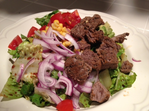 Southwest steak salad recipe perfect for memorial day healthy grilling dessing made wiht premium oiliv eoil and crushed fruit vinagaer